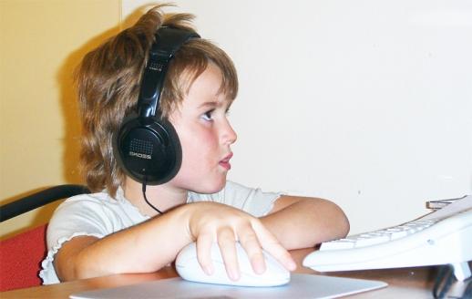 Děti a počítač. Ukažte dětem co všechno se dá s počítačem dělat. Je to lepší než zákaz.